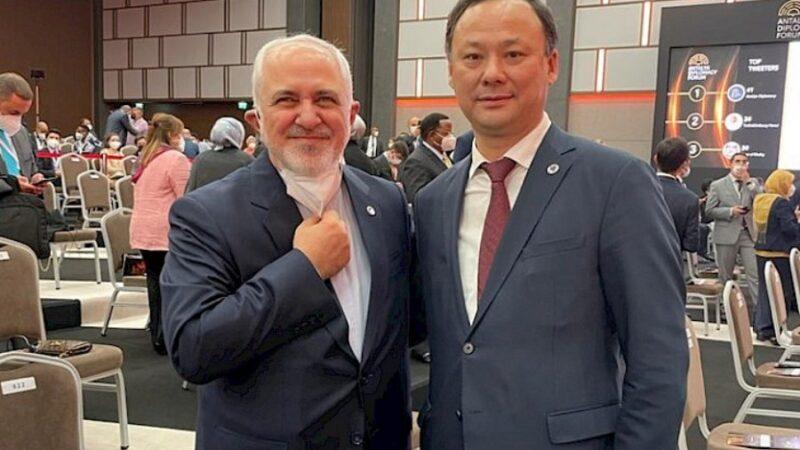 Кыргызстан менен Ирандын тышкы иштер министрлери жолугушту