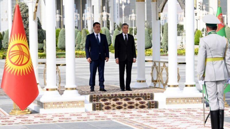 Ашхабадда Жапаров менен Бердымухамедовдун расмий жолугушуу аземи болду
