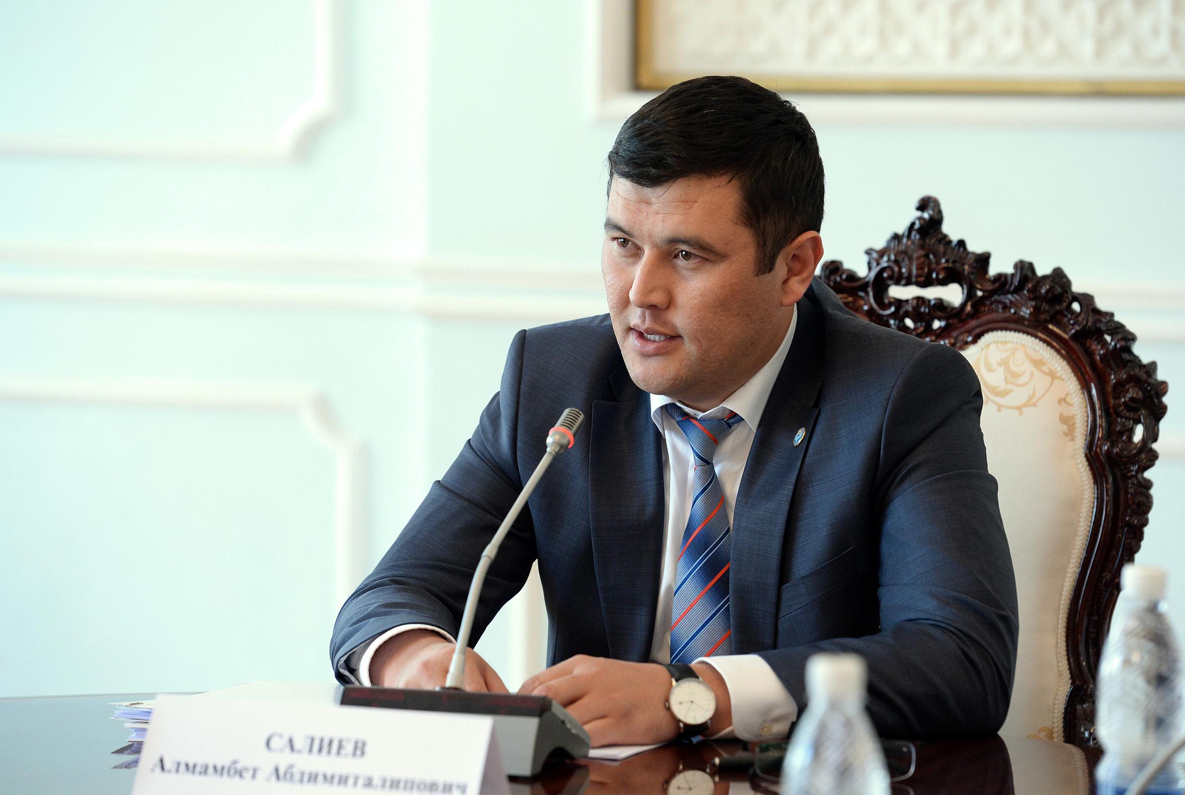 Президенттик Аппарат жетекчисинин мурдагы орун басары Алмамбет Салиев кармалды