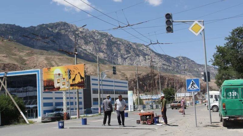 Нарын шаарына 789 миң 550 сомго жаңы жол чырактар коюлууда