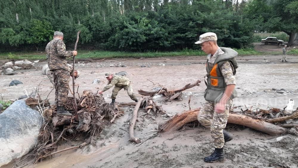 Видео: Аксыда селге агып каза болгон 6 адамдын жансыз денеси табылып, экөө табылбай жатат