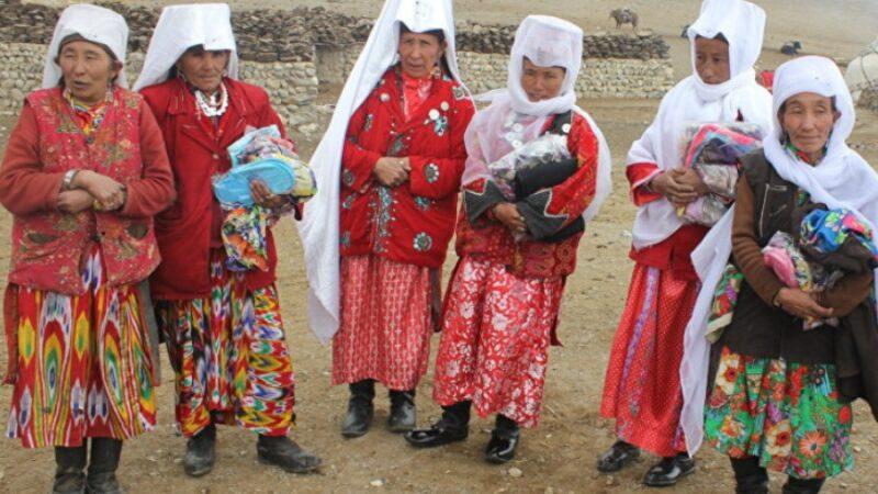 Памирдеги кыргыздарга гуманитардык жардам жеткирилип, медициналык кароодон өтөт