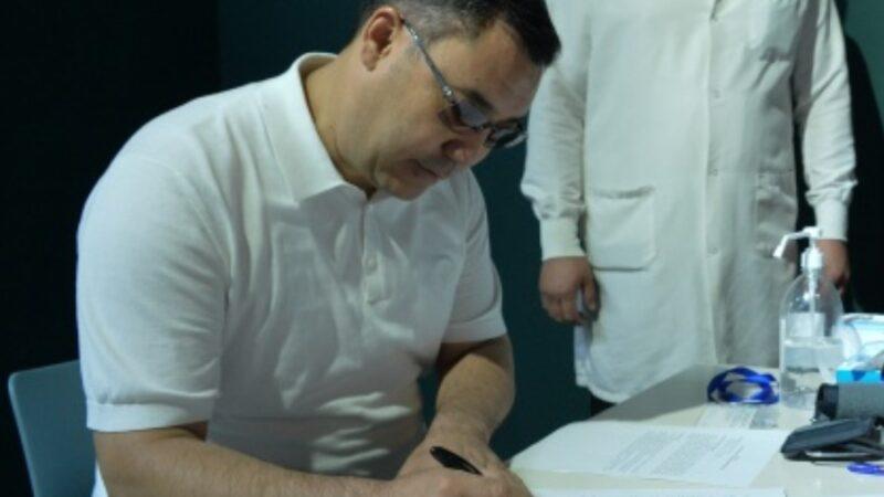 Садыр Жапаровдун көзүнө операция жасалганы белгилүү болду