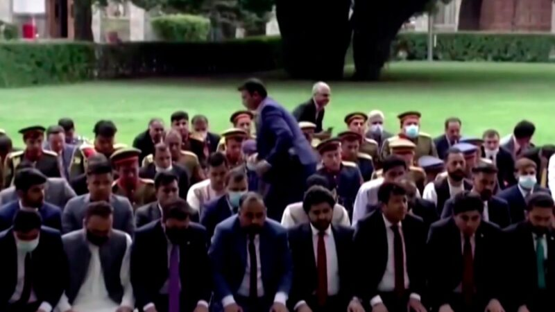 Афганистанда айт намазын окуп жаткан президенттин сарайына ракета атылды