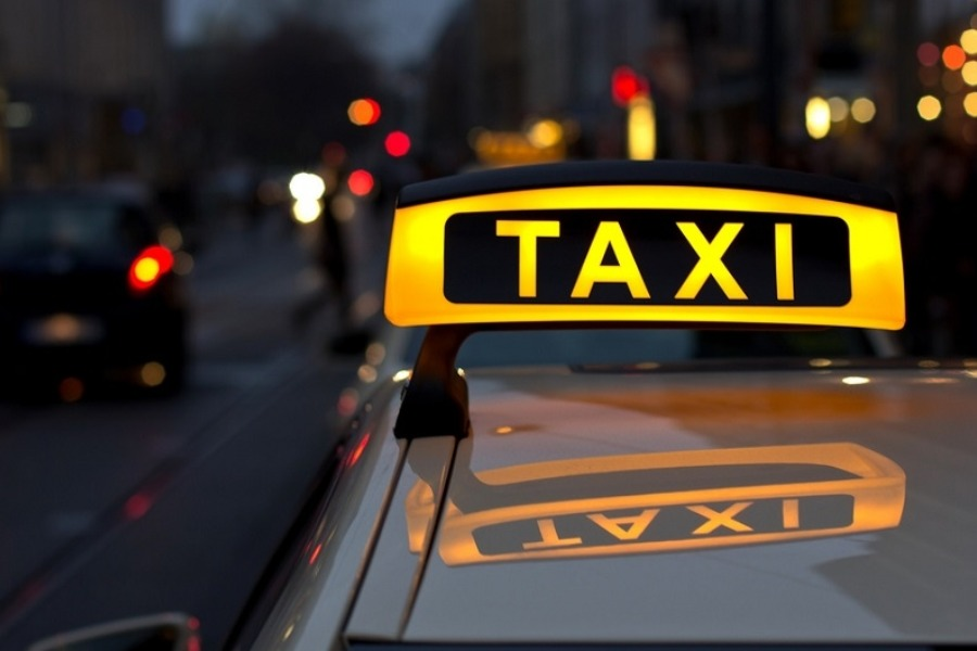Москвада кыргызстандык таксистти сабап, унаасын өрттөп кетишти