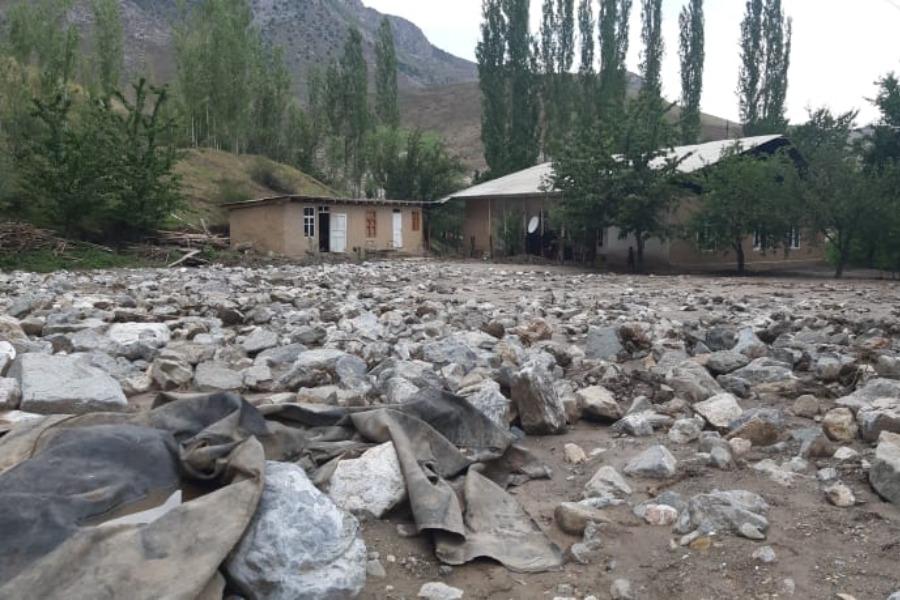 Баткен районунун бир нече айылдарын суу каптап, эгин талаалар ташка толду