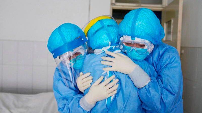 «Кызыл зонада» иштеген медиктерге 166, 4 млн сом бөлүндү. Аймактарга канчадан бөлүнөт?