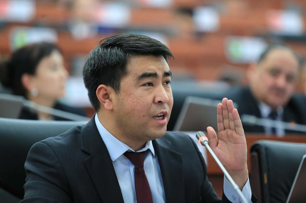 Депутат Жанар Акаев Аскер прокуратурасына суракка чакыртылды