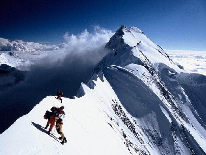 Жеңиш чокусуна сапар алган ирандык альпинисттер 4 күндөн бери изделүүдө