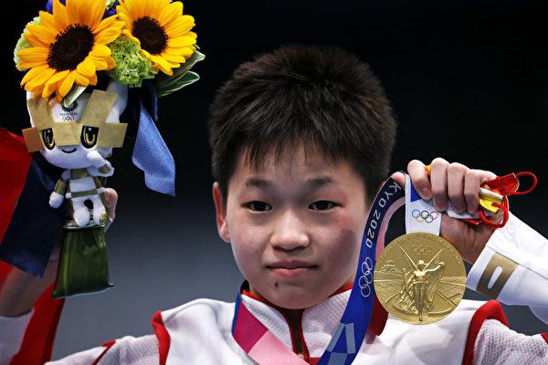 Токио Олимпиадасынын эң жаш чемпиону 41 млн доллардан баш тартты