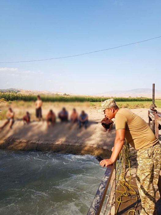 Кечээ Кемпир-Абад каналына агып кеткен өспүрүм бүгүн да изделүүдө