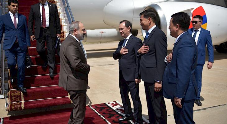 Армениянын премьер-министри Никол Пашинян Чолпон-Атага келди