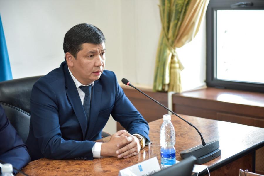 Айбек Жунушалиев мэрликке ат салышуу үчүн арызын тапшырды
