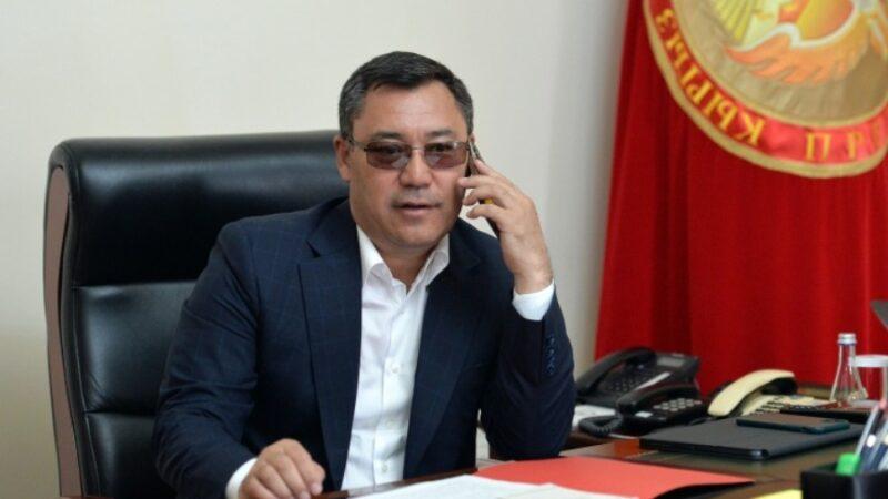 Президент Мээрим Жуманазарованын коло медаль тагынышы менен куттуктады