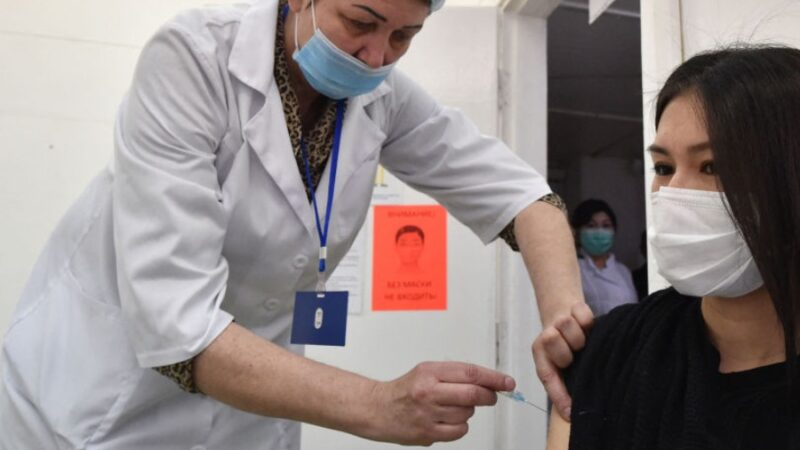 Соңку суткада COVID-19га каршы 18 миң 52 адам эмдөөдөн өттү