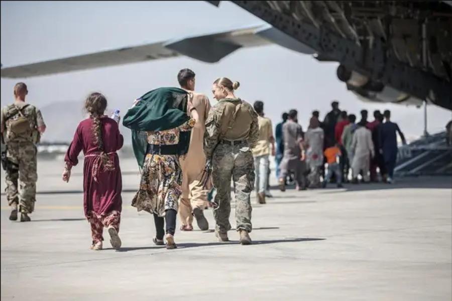 Талибан: 31-августтан кийин бир дагы жан Афганистандан чыкпайт. АКШ чоочулоодо