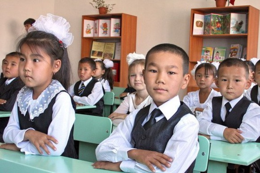 Кыргызстанда жаңы окуу жылы 15-сентябрда башталмай болду