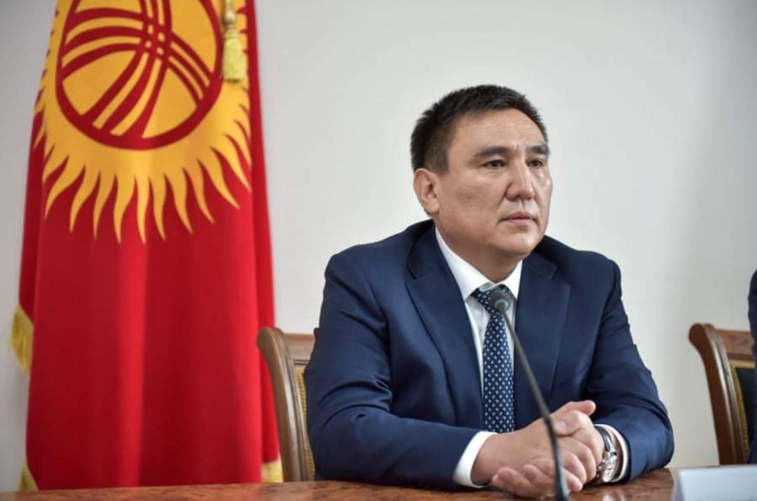 Сарыбашов Бишкек мэриясында иштеген уулун кызматтан алды