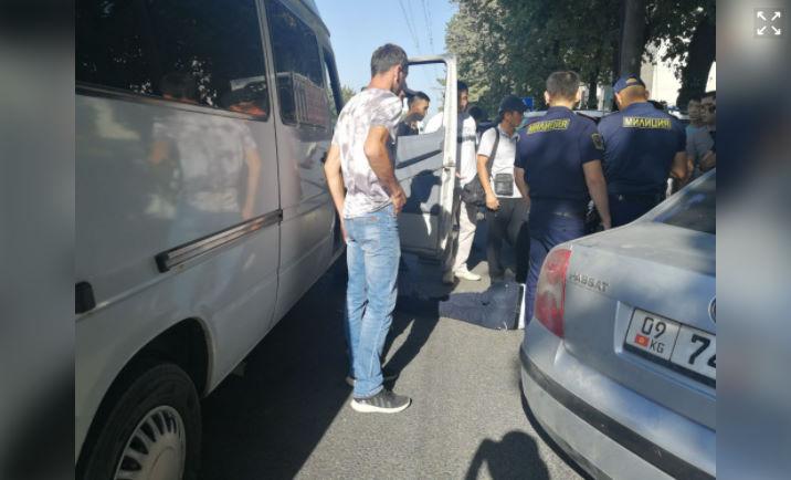 Бишкекте жаш жигит маршруткада баратып каза болду
