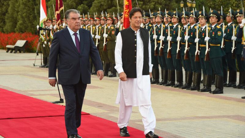 Пакистан Талибандар менен этностук тажиктердин сүйлөшүүсүнө жардам бермек болду
