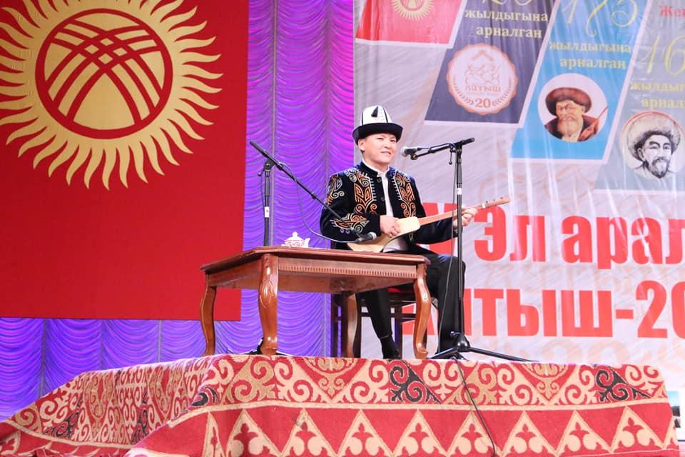 Кыргыз-казак айтышында баш бейге 2 акынга ыйгарылды