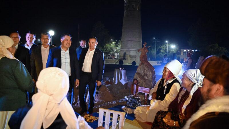 Президент Өзгөн тарых комплексин ЮНЕСКОго киргизүүнү министрликке тапшырды