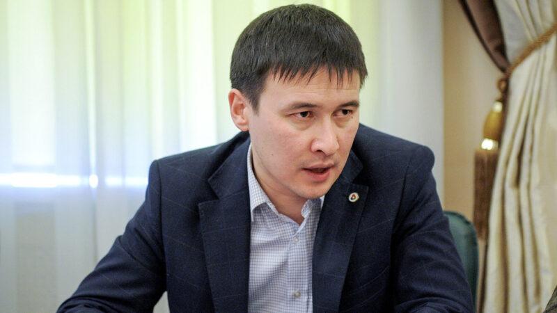 ЖЭБдеги коррупция боюнча 14 жылга камалган Айбек Калиевге Президент ырайым берди