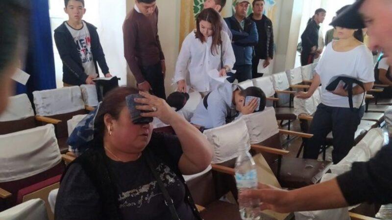 Бишкек: Колледжде чогулуш учурунда элдин үстүнө люстра түшүп кетти (ФОТО)