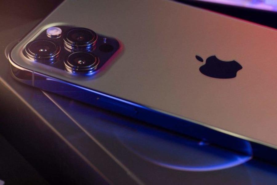 Apple компаниясы iPhone 13 үлгүсүндөгү жаңы смортфонун чыгарды