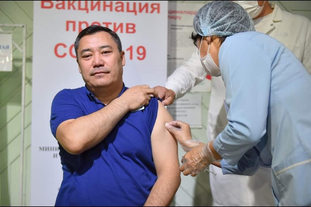Президент: Вакцина алыңыздар, бүгүн covid-19 эмделбегендерден гана чыгууда