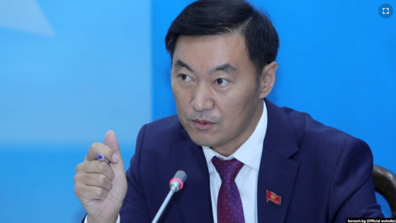 Эмил Токтошев: Бул Кара-Кулжадан чыккан кандидаттын утууга шансы жок дегенди билдирет