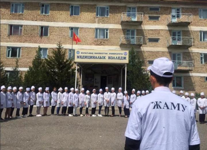 ЖАМУдан Өзбекстанга которулууну каалаган студенттен пара алган аткаминер кармалды