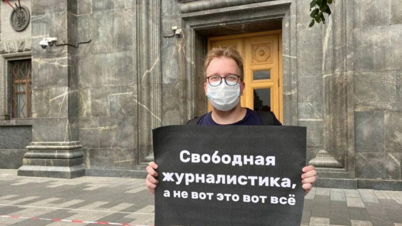 Россия Азаттыктын 6 сайтын, «Настоящее время» долбоорун кара тизмеге киргизди