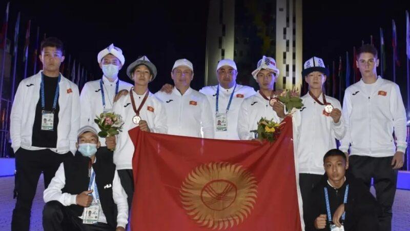 Кыргызстандын бокс боюнча курама командасы 3 коло медаль жеңди