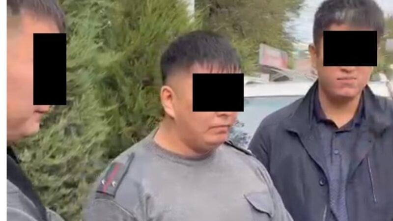 УКМК: Ошто опузалап акча талап кылган милиция кармалды