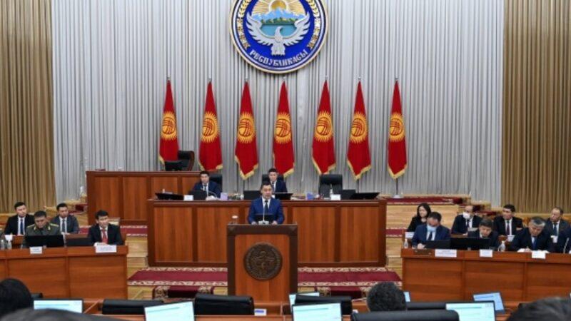 Министрлер Кабинетинин жаңы мүчөлөрү Жогорку Кеңеште ант беришти