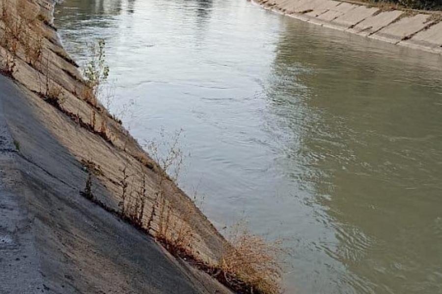 Чоң Чүй каналына түшүп кеткен 11 жаштагы баланы тургундар куткарып калышкан