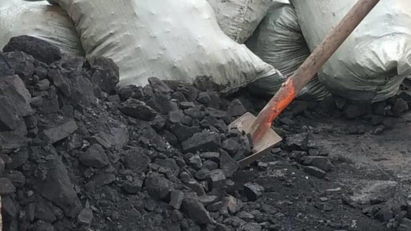 Жетишпеген 4105 үй-бүлө мэриядан бериле турган көмүрдүн ордуна акча алат