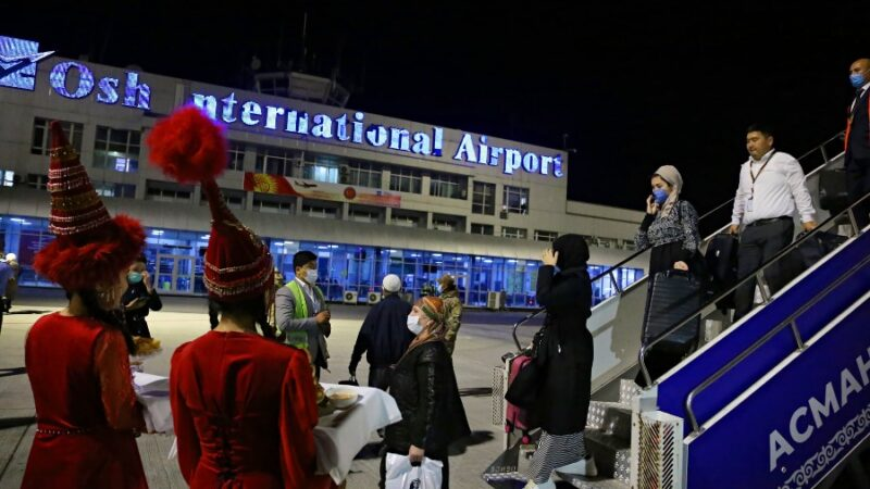 Ош аэропортуна Стамбулдун алгачкы учагы конуп, 130 жүргүнчү учуп келди