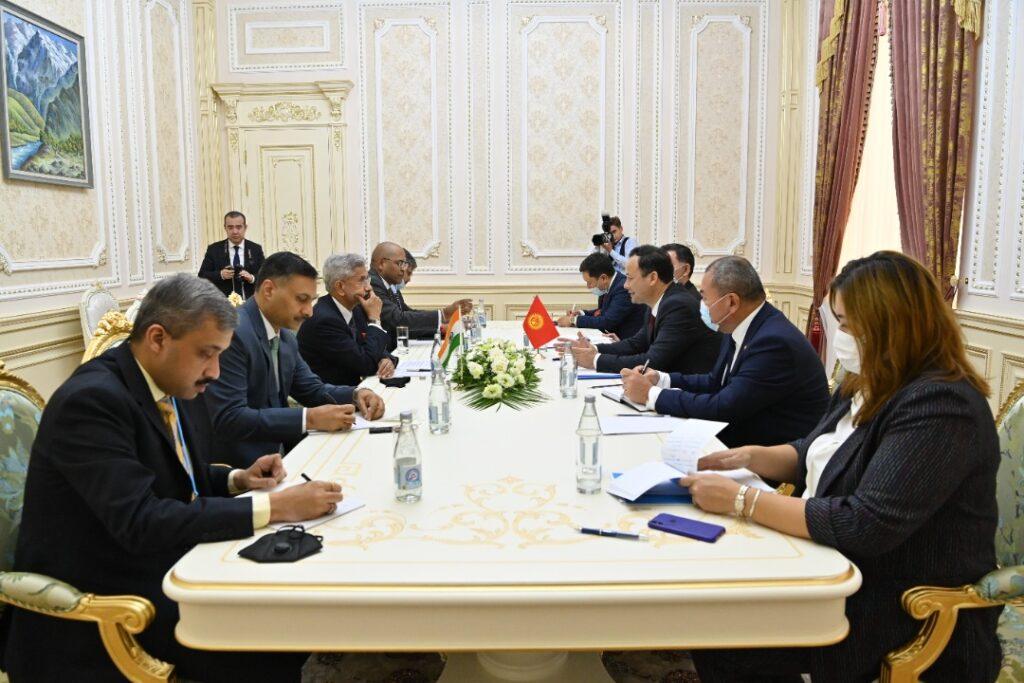 Министр Руслан Казакбаев Индиянын тышкы иштер министрин кабыл алды