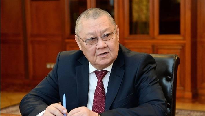 Токон Мамытов Парламенттик шайлоого катышуу үчүн кызматтан кетүүгө арыз жазган